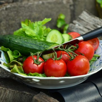 Pomidorki koktajlowe – przepis na szybką sałatkę