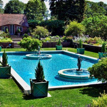 Synonimy relaksu: basen, sauna, jacuzzi w ogrodzie