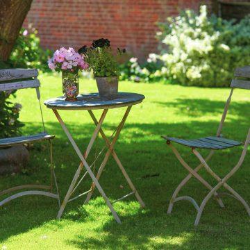 Jak w małym ogrodzie stworzyć funkcjonalne miejsce do relaksu?