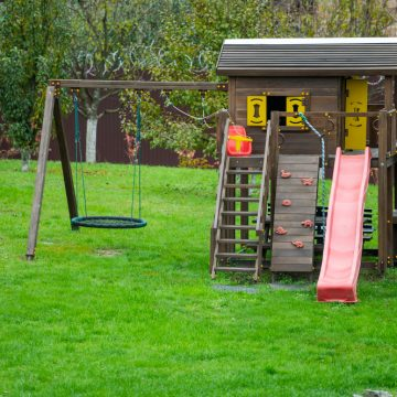 Drewniany domek dla dzieci. Zrób to sam